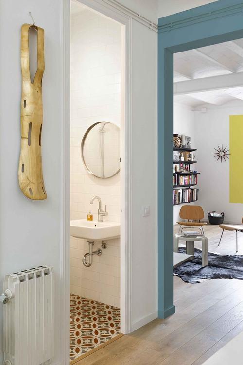 095214baoxaydung image013 Thiết kế căn hộ đa màu sắc cho gia đình hiện đại tại Barcelona