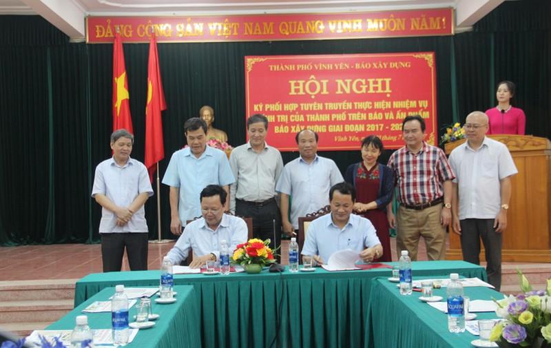Báo Xây dựng và thành phố Vĩnh Yên ký kết phối hợp tuyên truyền giai đoạn 2017 – 2021