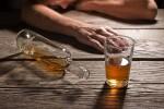 Người đàn ông nghiện rượu bị vỡ tĩnh mạch thực quản