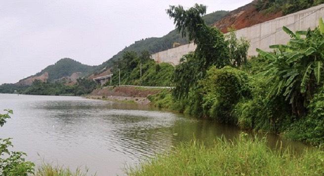 Đà Nẵng: Kè chống sạt lở khẩn cấp sông Cu Đê thi công 3 năm chưa xong