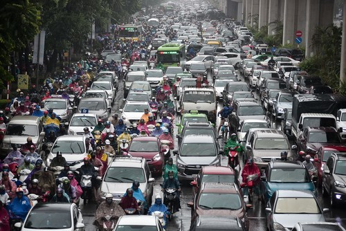 Hà Nội: Tắc đường nghiêm trọng do ảnh hưởng mưa bão