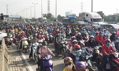 Cửa ngõ Sài Gòn kẹt xe ngày càng nghiêm trọng