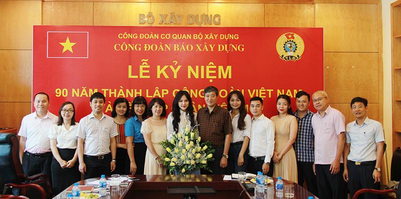 Công đoàn Báo Xây dựng Kỷ niệm 90 năm thành lập Công đoàn Việt Nam và kết nạp đoàn viên mới