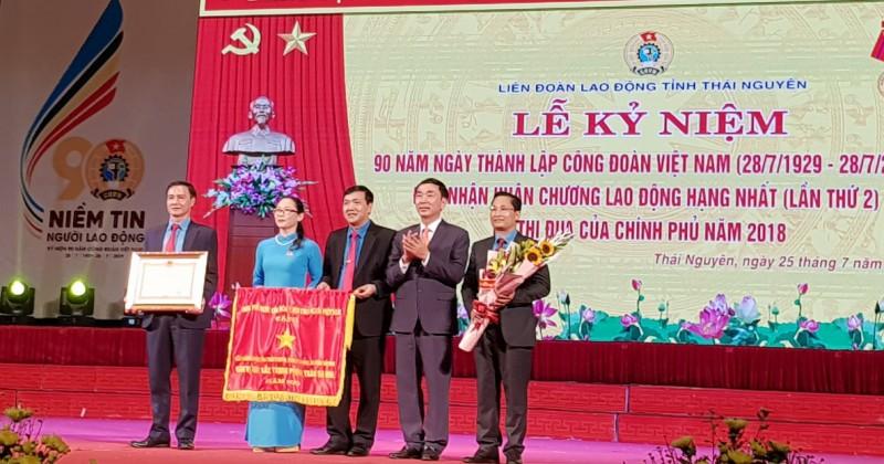 Liên đoàn Lao động tỉnh Thái Nguyên đón nhận Huân chương Lao động hạng Nhất và Cờ Thi đua của Chính phủ