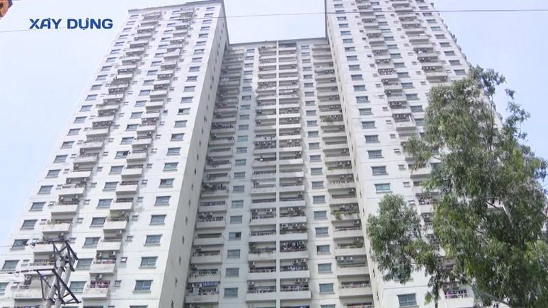 Hà Nội: Tranh cãi việc thu hồi sổ đỏ tại 14 chung cư, trách nhiệm thuộc về ai?