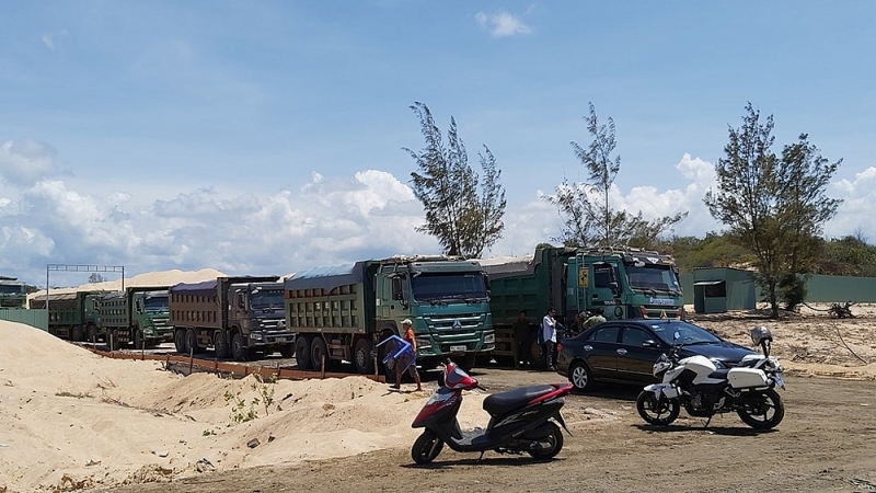 phat free land 100 trieu dong vi khai thac khoang san trai phep