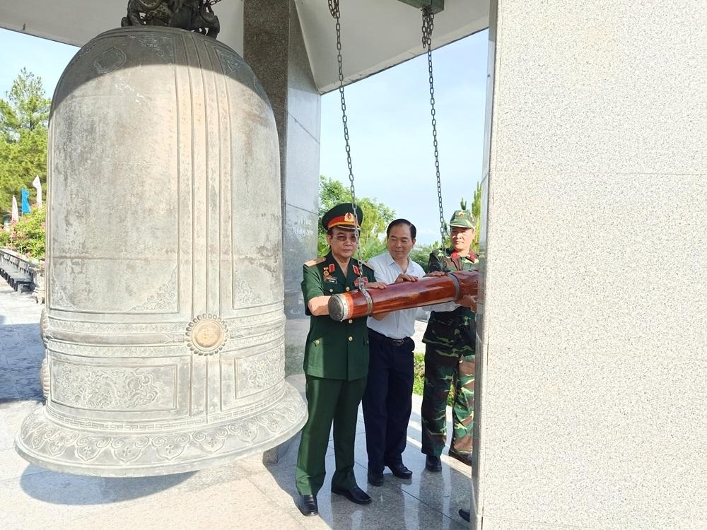 Báo Xây dựng dâng hương tri ân tại Quảng Trị