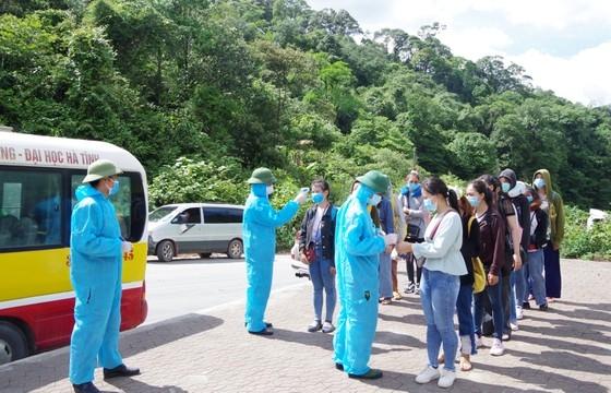 Hà Tĩnh: Hơn 400 sinh viên, du học sinh Lào được cách ly khi qua cửa khẩu Cầu Treo