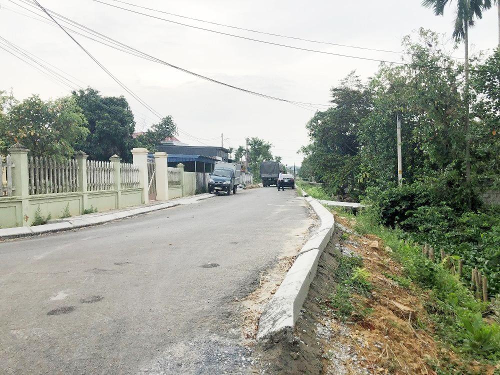 Hải Phòng: Đường nông thôn mới hơn 5 tỷ chưa làm xong mặt đường đã rạn nứt
