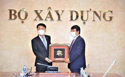 Thứ trưởng Bộ Xây dựng Bùi Hồng Minh tiếp Thứ trưởng Bộ Đất đai, Hạ tầng và Giao thông Vận tải Hàn Quốc Yun Seong Won