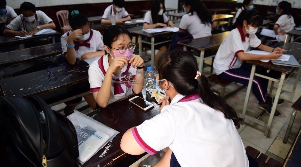 Thành phố Hồ Chí Minh: Bất ngờ một thí sinh ngất xỉu, dương tính Covid-19