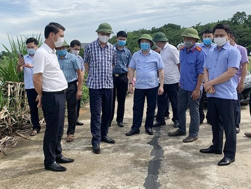 Thanh Hóa: Phó Chủ tịch UBND tỉnh chỉ đạo khẩn trương khắc phục sự cố nứt mặt đê sông Bưởi