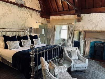 Khách sạn cổ có giường trị giá gần 14.000 USD