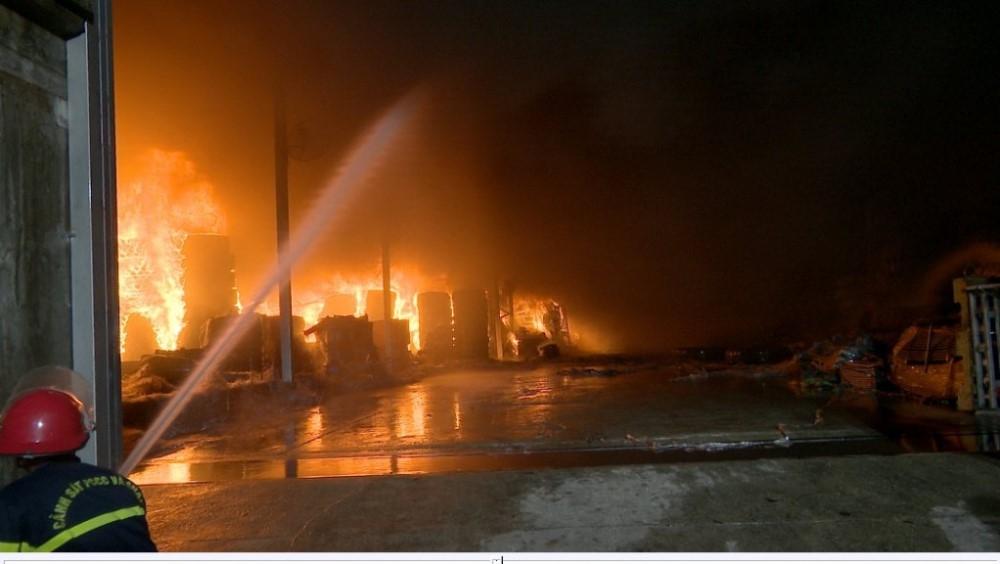 """Quảng Ninh: Hỏa hoạn ở Khu công nghiệp """"vắng"""" hệ thống cứu hỏa tại chỗ?"""