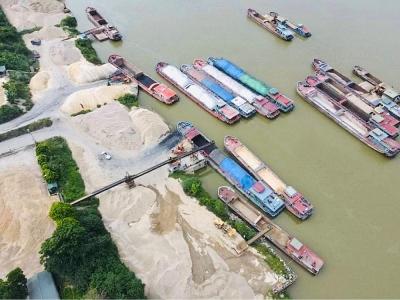 Đoan Hùng (Phú Thọ): Không chỉ hoạt động không phép, các doanh nghiệp còn tự ý lấn chiếm lòng sông Lô