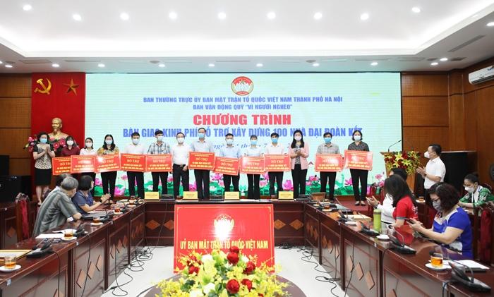 Hà Nội: Bàn giao kinh phí xây dựng 100 nhà Đại đoàn kết