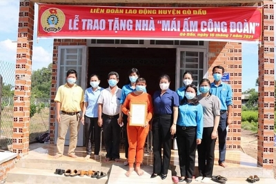 LĐLĐ huyện Gò Dầu, Tây Ninh tặng 2 căn nhà Mái ấm công đoàn cho đoàn viên