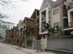 Giá biệt thự giảm, giá chung cư lại tăng