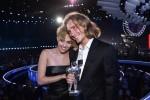 Cảnh sát truy nã người nhận giải VMA thay Miley Cyrus