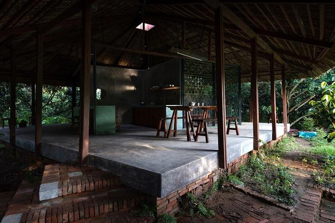 094110baoxaydung image005 Chàng giám đốc Sài Gòn kỳ công xây nhà lá ở miền Tây