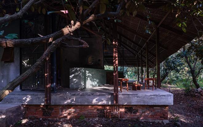 094110baoxaydung image007 Chàng giám đốc Sài Gòn kỳ công xây nhà lá ở miền Tây