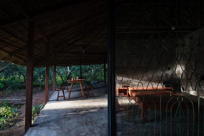 094110baoxaydung image008 Chàng giám đốc Sài Gòn kỳ công xây nhà lá ở miền Tây