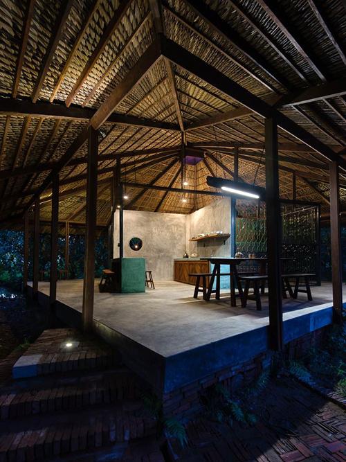 094110baoxaydung image009 Chàng giám đốc Sài Gòn kỳ công xây nhà lá ở miền Tây