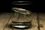 Người đàn ông hôn mê vì uống dầu tràm tưởng rượu