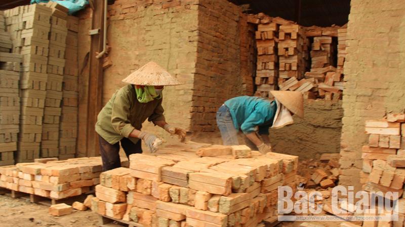Lục Nam (Bắc Giang): Nhiều cơ sở sản xuất gạch theo công nghệ lò vòng đứng bên bờ vực phá sản