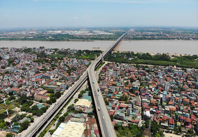 Hà Nội: Hiện trạng mặt đường cầu Thăng Long xuống cấp thảm hại