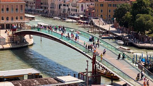 Italy phạt kiến trúc sư gần 90.000 USD vì thiết kế cầu đáy kính