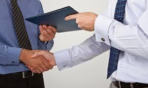 Có thể ủy quyền ký hợp đồng lao động theo mùa vụ?