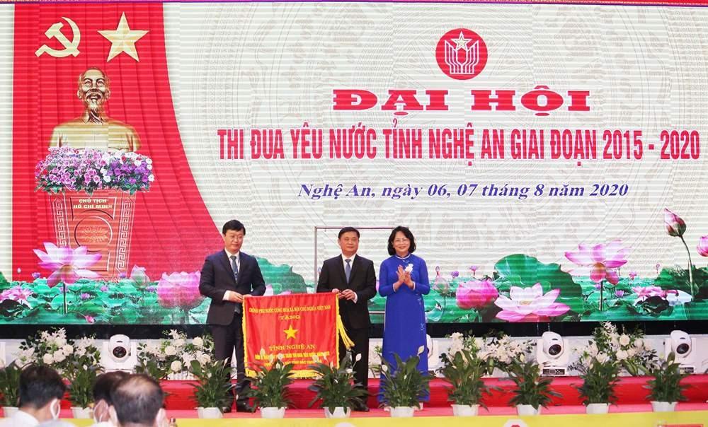 Phó Chủ tịch nước Đặng Thị Ngọc Thịnh dự Đại hội Thi đua yêu nước tỉnh Nghệ An