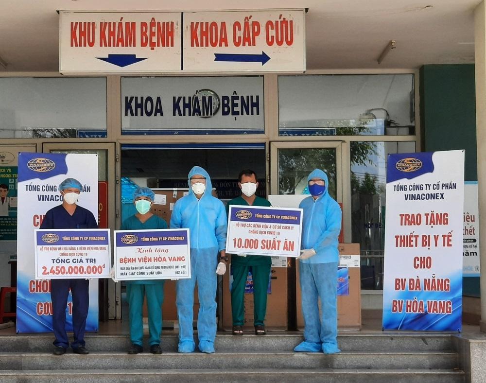 Vinaconex trao thiết bị y tế phòng chống Covid-19 cho Đà Nẵng