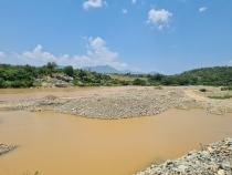 """Ninh Thuận: Vẫn """"hỗn loạn"""" tình trạng khai thác cát trên sông Dinh"""