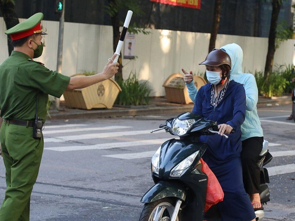 Hà Nội xử phạt 900 trường hợp vi phạm phòng chống dịch trong 1 ngày