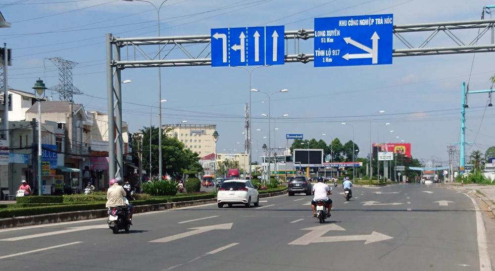 """Cần Thơ: Nhiều quy định về giao thông vận tải bị Bộ Giao thông vận tải """"tuýt"""" còi"""