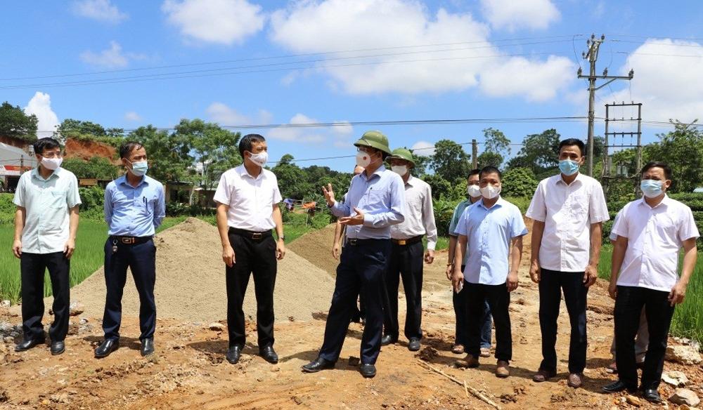 Lãnh đạo tỉnh Thái Nguyên kiểm tra thực tế xây dựng đường giao thông Nông thôn mới tại huyện Đại Từ.