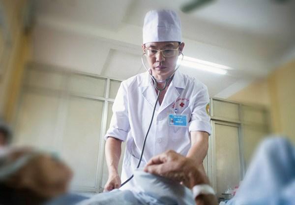 Bác sĩ Hà Nội 10 năm sống khỏe với ung thư gan nhờ cây đu đủ