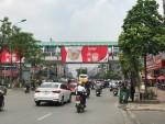 Hà Nội: Xuất hiện nhiều biển quảng cáo sai phạm tại các cầu vượt đi bộ