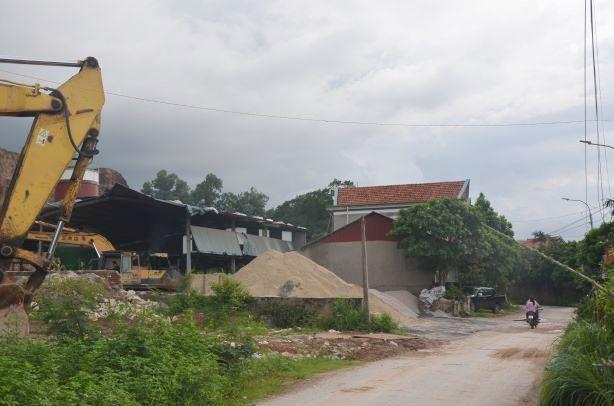 Quảng Yên (Quảng Ninh): Mở xưởng sản xuất gạch trong khu dân cư