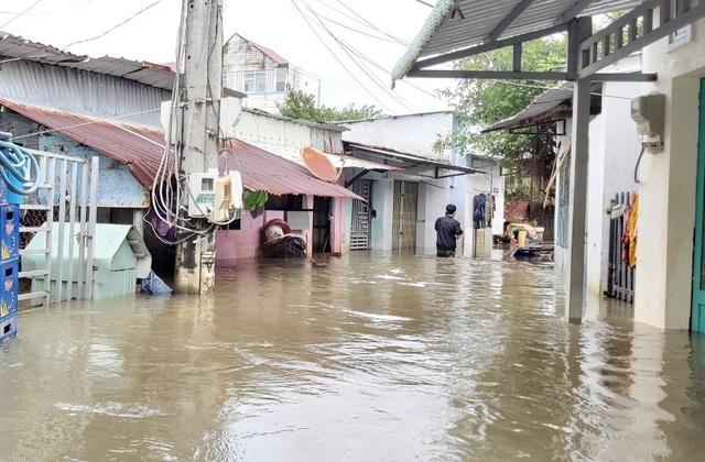 Kiên Giang: Phú Quốc lại ngập nặng vì mưa lớn, dân đóng cửa nhà đi sơ tán