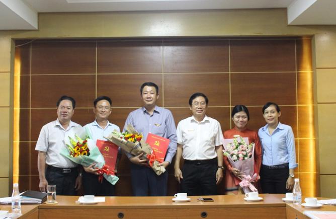 Đảng ủy Khối cơ sở Bộ Xây dựng trao Quyết định nhân sự cho một số đơn vị