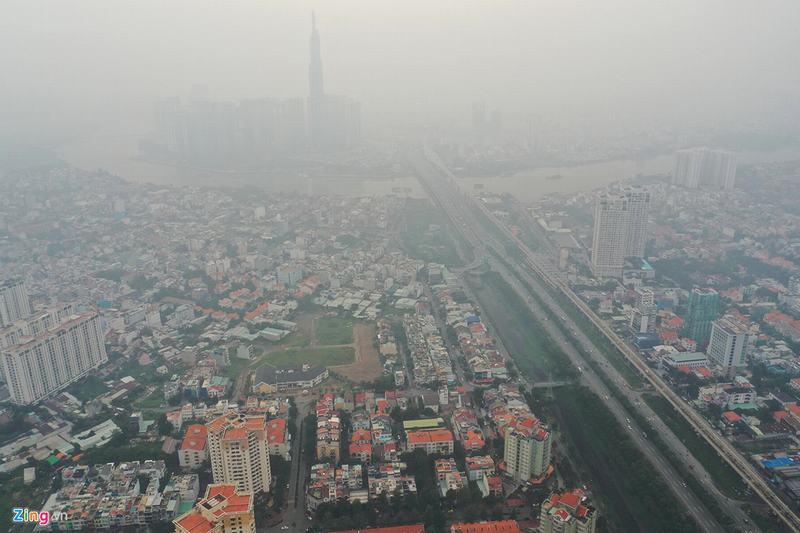 Landmark 81 'biến mất' trong bầu không khí mù đặc ở TP.HCM