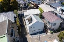 Căn nhà thủng mái độc đáo giúp gia chủ ngắm được cả bầu trời