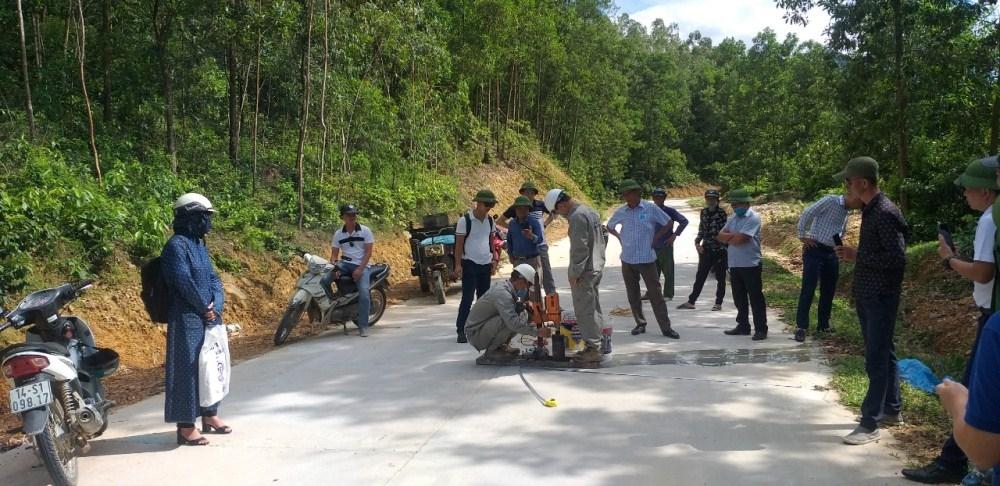 Vân Đồn (Quảng Ninh): Kiểm tra chất lượng công trình đường Bản Sen theo kiến nghị của người dân