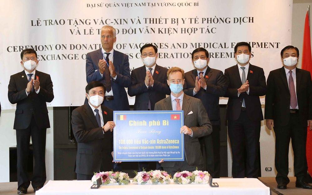 Việt Nam có thêm lô thiết bị chống dịch Covid-19 trị giá hơn 536,5 tỷ đồng