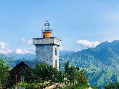 Ngôi nhà tựa ngọn hải đăng nằm
