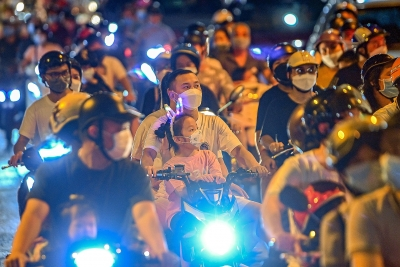 Phó bí thư Hà Nội: 'Không thể chấp nhận việc ra đường đông như vậy'