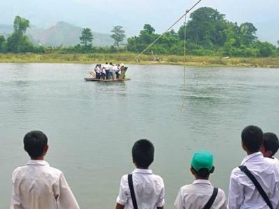 Image result for đu dây đi học